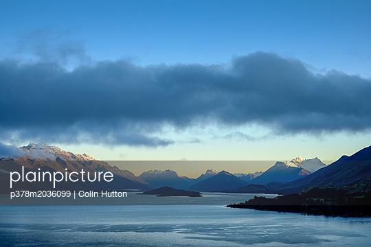 p378m2036099 von Colin Hutton