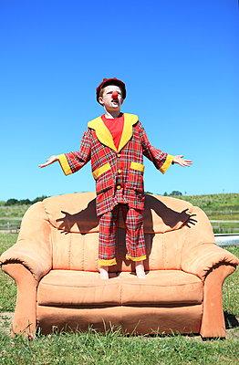Ein Clown gibt eine Vorstellung - p045m1048242 von Jasmin Sander