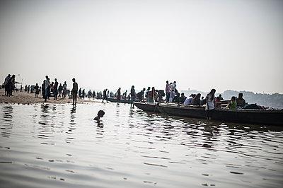 Varanasi - p1007m1060067 by Tilby Vattard