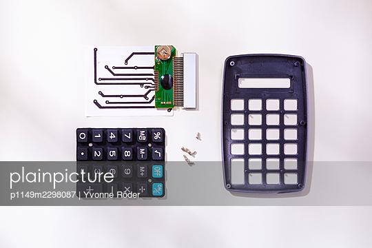 Broken calculator - p1149m2298087 by Yvonne Röder