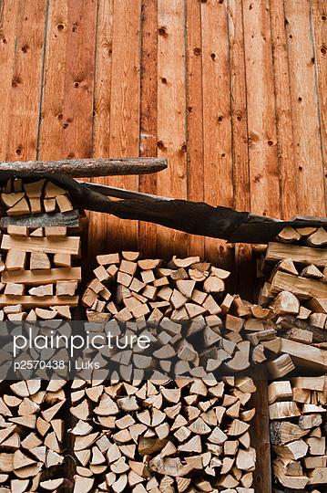 Holzstapel - p2570438 von Luks