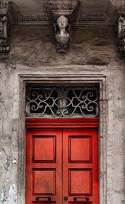 Historic doorway with stone carving of a female bust above - p1280m2146327 by Dave Wall