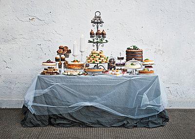 Dessert buffet - p312m1113800f by Matilda Lindeblad