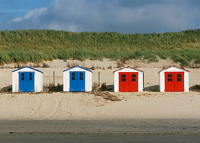 Blue and red boat houses at beach, Texel island, North Holland, Netherlands - p4736104f by STOCK4B-RF
