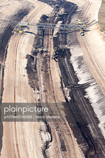 Germany, Jänschwalde, Brown coal surface mining - p1079m2152592 by Ulrich Mertens