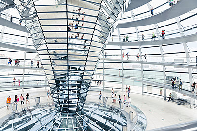 Germany, Berlin, inside view of glass dome of Reichstag - p300m948858 by Merle M.