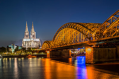 Cologne at night - p401m1355592 by Frank Baquet