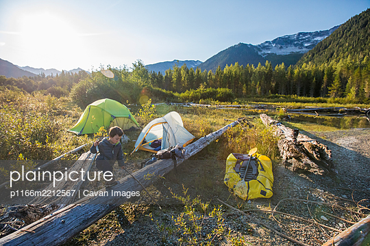 Young boy exploring near campsite in mountains, Whistler, B.C. - p1166m2212567 by Cavan Images