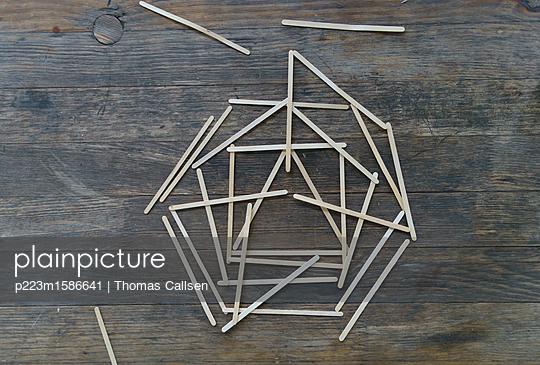 Legespiel bis das Holz knapp wird. - p223m1586641 von Thomas Callsen