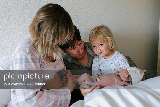 Family in bed - p312m2118976 by Johner