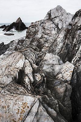 Ragged rocks on the Devon coastline - p1057m1491784 by Stephen Shepherd