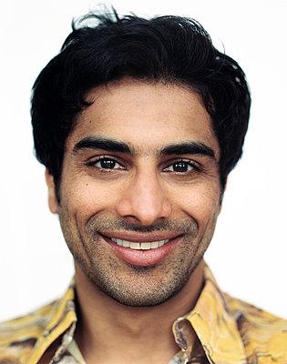 Portrait of man smiling, close-up - p3720408 by James Godman