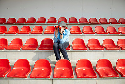 Red seats - p4641701 by Elektrons 08