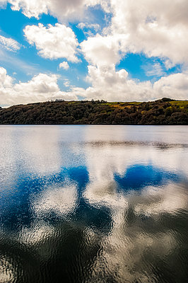 Lough Hyne marine nature reserve - p1047m1510719 by Sally Mundy