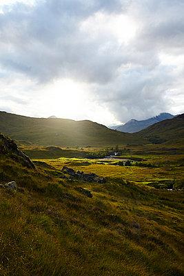 Wandern in den Grampian Mountains, Schottland - p1145m1558728 von Kerstin Lakeberg