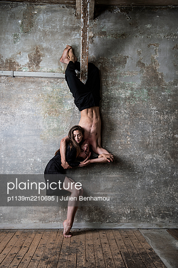 Dance theatre - p1139m2210695 by Julien Benhamou