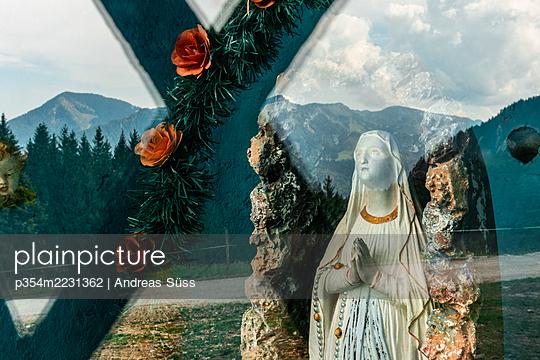 Germany, Bavaria, Altar - p354m2231362 by Andreas Süss