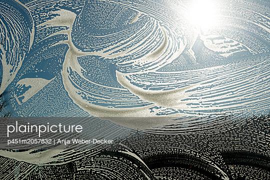 Fensterputzen - p451m2057832 von Anja Weber-Decker
