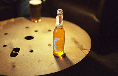 Bierflasche - p1090m886496 von Gavin Withey