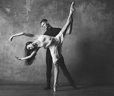 Ballet pose - p1476m1564103 by Yulia Artemyeva