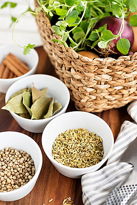 Grain and bay leaves in bowls - p312m1550757 by Johner