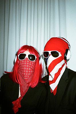 Mummed couple - p567m720915 by Jesse Untracht-Oakner