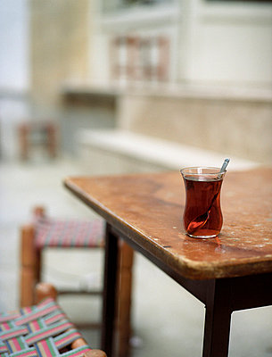 Tea in Turkey - p8190017 by Kniel Mess