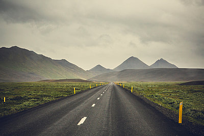 Road, Iceland - p1084m986794 by Operation XZ