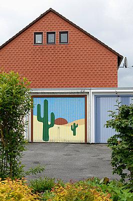 Garage door - p1099m1065085 by Sabine Vielmo