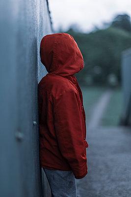 Lost little boy - p1228m2278626 by Benjamin Harte