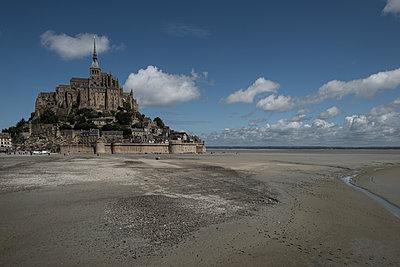 France, Mont-Saint-Michel - p1624m2222650 by Gabriela Torres Ruiz