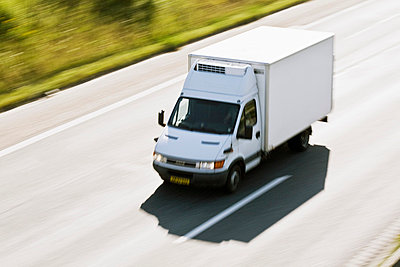 High angle view of delivery van moving rapidly on highway - p426m719601f by Kentaroo Tryman