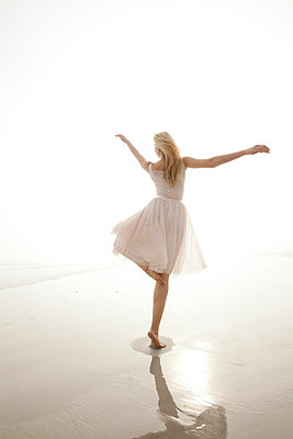 Dancing - p8880324 by Johannes Caspersen