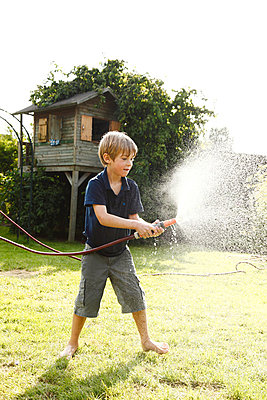 Hose fight - p981m881601 by Franke + Mans