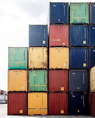 Container im Hafen - p1222m2179003 von Jérome Gerull