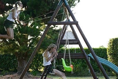 girl swinging - p1631m2208752 by Raphaël Lorand