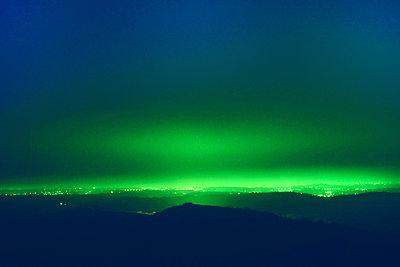 Leuchtend - p829m938248 von Régis Domergue