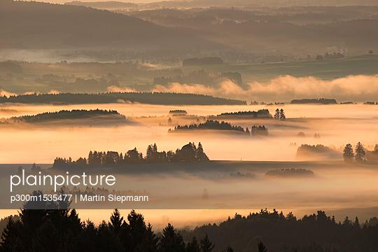 Germany, Bavaria, Upper Bavaria, Allgaeu, Pfaffenwinkel, View from Auerberg near Bernbeuren, morning fog over Lech Valley - p300m1535477 by Martin Siepmann