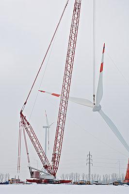 Aufbau eines Windrades - p1099m1526273 von Sabine Vielmo