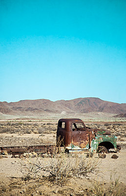Abandoned junk car in the desert - p1248m1159876 by miguel sobreira