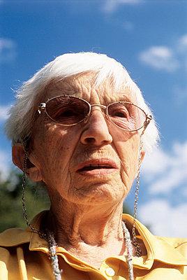 Elderly woman in the sunshine - p2360742 by tranquillium