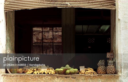 Fruit Stall Havanna - p1283m1159859 von Handaphoto