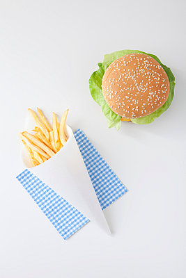 Burger and french fries - p4541078 by Lubitz + Dorner