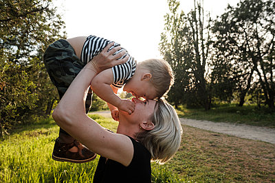Happy mother and son play in park  - p1363m2108809 by Valery Skurydin