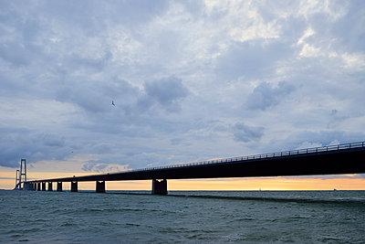 Denmark, Korsor, Great Belt Bridge at dusk - p300m927932 by Biederbick&Rumpf