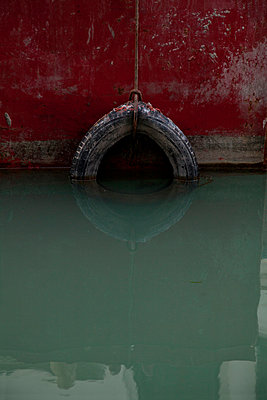 Wheel in water - p1163m951406 by Zhen Shi