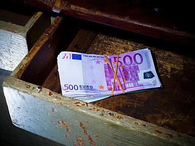500 euro note - p4130329 by Tuomas Marttila