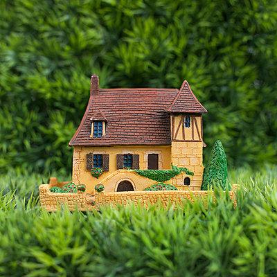 Toy house - p8130338 by B.Jaubert