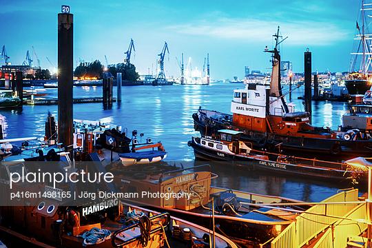 Hamburg - p416m1498165 von Jörg Dickmann Photography