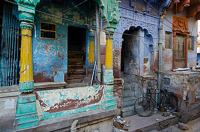Crumbling Ancient Indian Townhouse - p1072m941389 by chinch gryniewicz